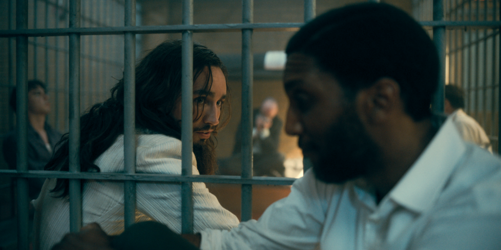 the umbrella academy season 2 ray and klaus in jail